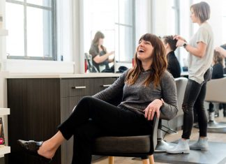 What-Services-Does-Hair-Salons-Provide-on-passionarticles