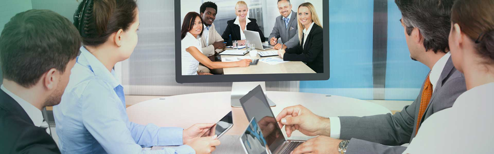 Advantages-Of-Using-Internet-Conferencing-on-PassionArticles